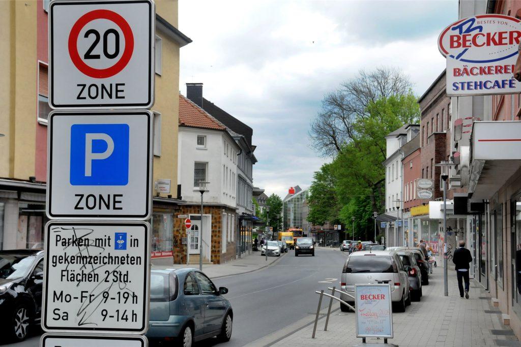Auf der Bahnhofstraße gilt Tempo 20. Weil nicht alle Autofahrer sich daran halten, ist die Straße eine beliebte Messstelle für Blitzer-Fahrzeuge.
