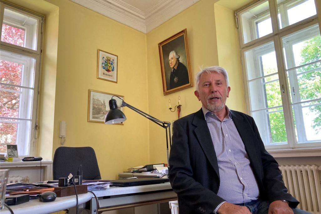 Schlossherr Bodo Möhrke in seinem Arbeitszimmer, in dem er bisher die meiste Zeit verbringt.