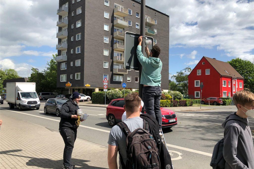 An der Castroper Bahnhofstraße wurde ein Temperatursensor angebracht. Kurz darauf schaute die Polizei vorbei.
