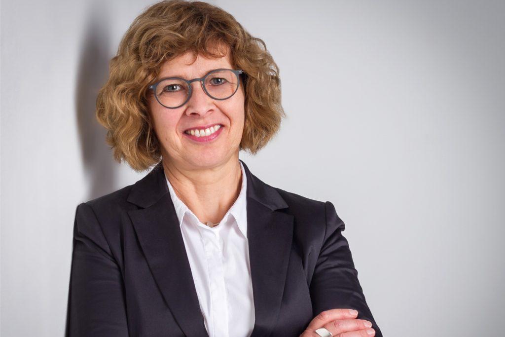 Elisabeth Schwenzow vom Verwaltungsvorstand des Kreises Borken bittet eindringlich, vereinbarte Impftermine im Velener Zentrum abzusagen. Auch für die zweite Impfung. Freie Kapazitäten im Impfzentrum seien nicht im Sinne einer zügigen Durchimpfung der Bevölkerung.