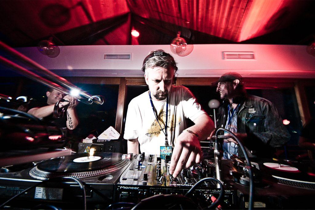 Steffen Korthals alias DJ Dash und andere Vertreter der etablierten Elektroszene in Dortmund lehnen illegale Partys in Corona-Zeiten ab.