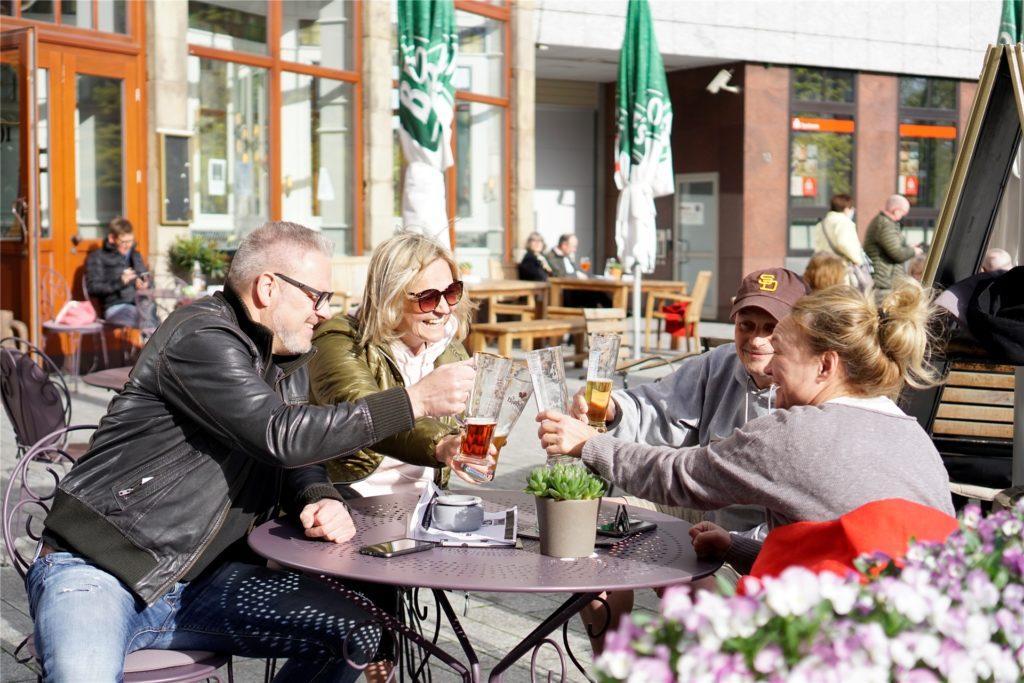Bliebe die Inzidenz stabil bei höchstens 50, könnte im Restaurant wieder ausgiebig gespeist werden - außen als auch innen.