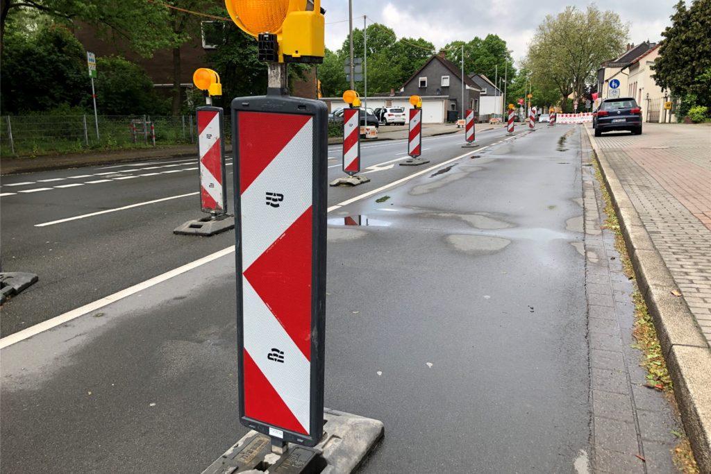 Die Fahrbahn der Hostedder Straße ist in Fahrtrichtung Derne noch gesperrt.