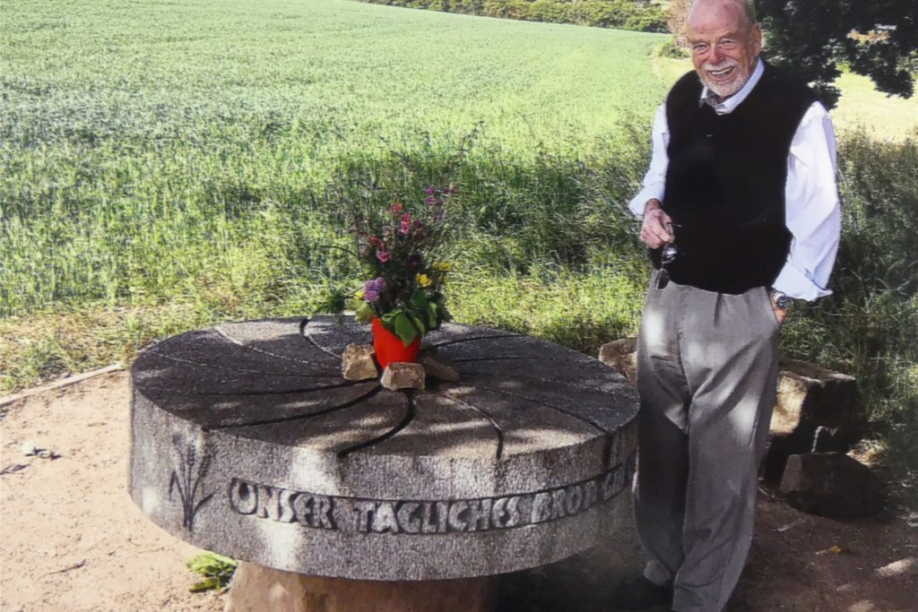 Ludger Schüttert liegt der Mühlenstein am Segensweg sehr am Herzen. Seine Frau und er legen dort regelmäßig Blumen ab.