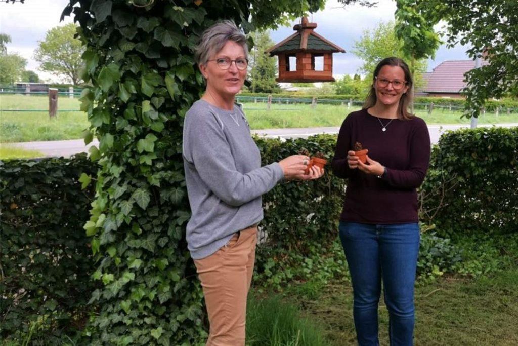 Monika Kleine-Wieskamp und Yvonne Weimann sind begeistert von den Reaktionen der Kinder im Wald und freuen sich auf das nächste gemeinsame Waldabenteuer mit ihren Schützlingen.