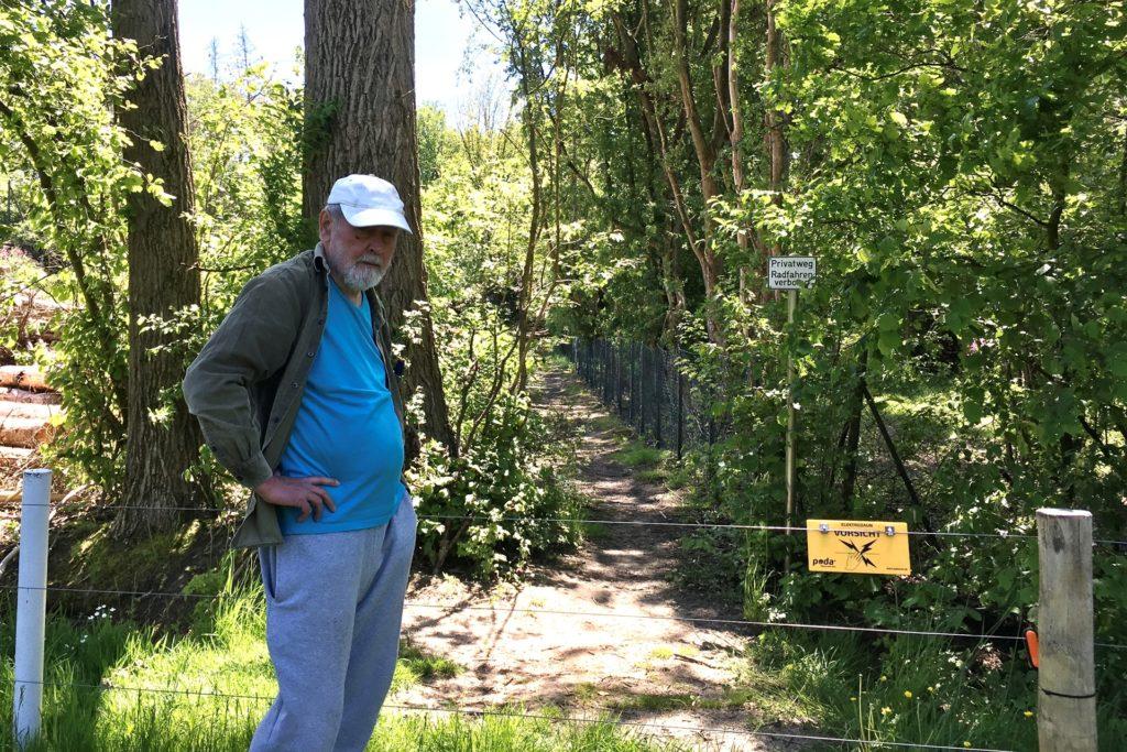 An einigen Stellen enden Wege am Golfplatz abrupt vor dem Elektro-Zaun. Uli Beckmann sähe hier gern ein einen Durchgang.