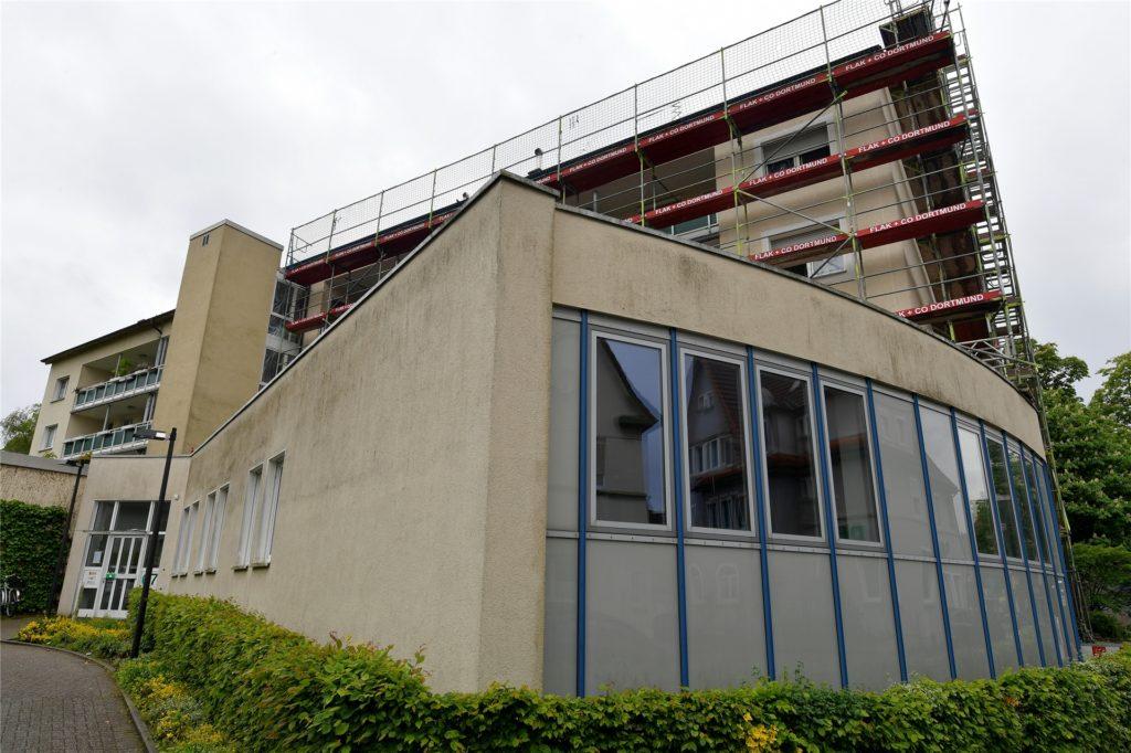 Der Bauverein zu Lünen verpasst seiner Immobilie an der Bebelstraße in Lünen-Süd auch einen neuen Anstrich.