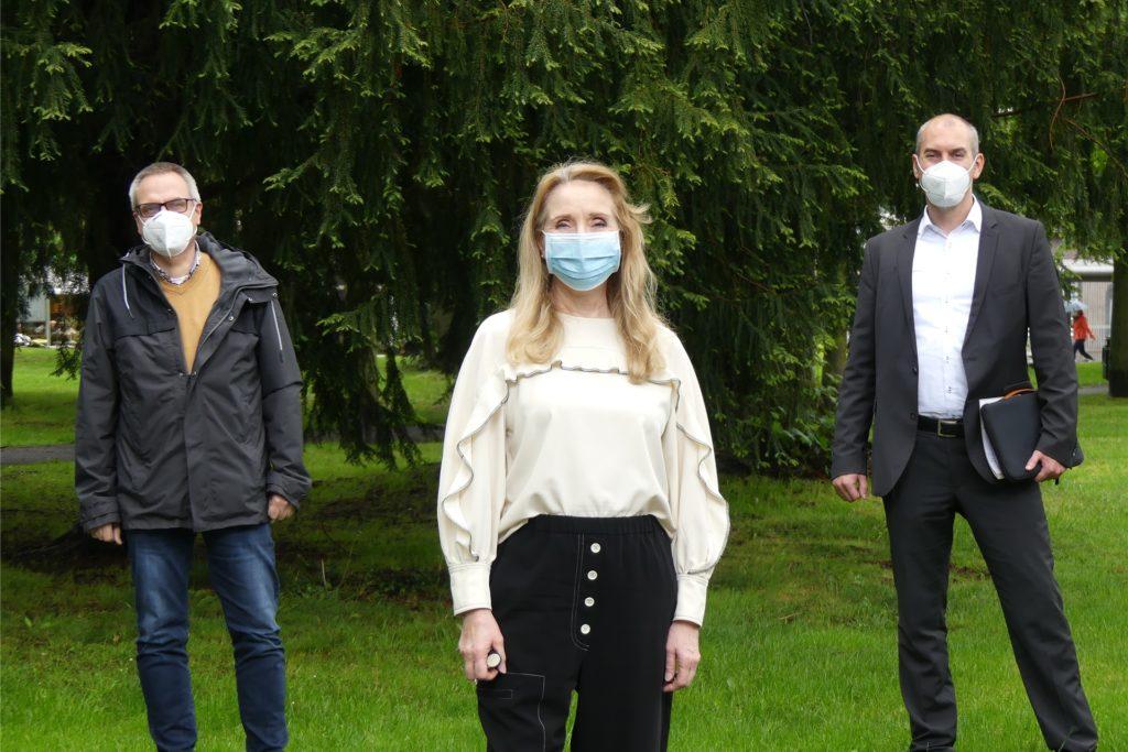 Sie kümmern sich in Schwerte um Kinder, Jugendliche und ihre Familien: Jasmin Leuthner-Beller, Andreas Pap (l.) und Tim Frommeyer.
