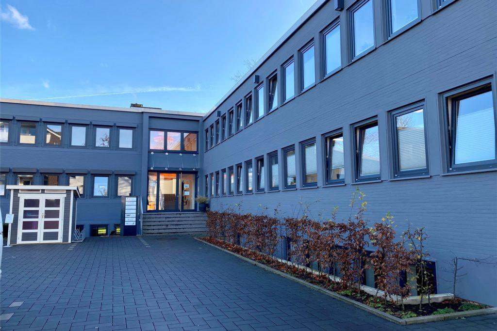 Die Prävent GmbH, hier der Firmensitz am Helenenbergweg in Dortmund, ist als medizinischer Dienstleister der Partner von DSW21 beim Betrieb des Impfsaals21. Den hat das städtische Tochterunternehmen im Werksaal an der Von-den-Berken-Straße eingerichtet. Die Betriebsärzte der Prävent GmbH sind bereit, es fehlt ihnen allerdings der Impfstoff.