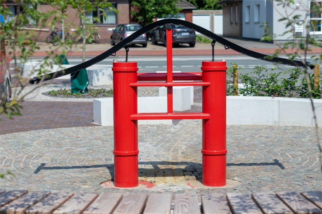 Die alte Feuerwehrpumpe wurde aufwendig aufgewertet.