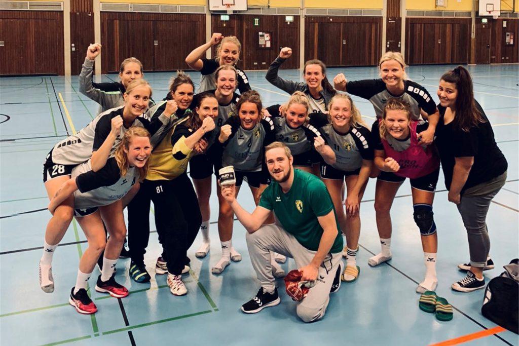 Wurden vom Aufstieg überrascht: Die Handballerinnen der SGH Unna Massen spielen künftig in der Landesliga.