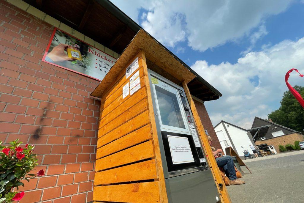 Seit Mai steht der Eisautomat am Hofladen Klöcker.