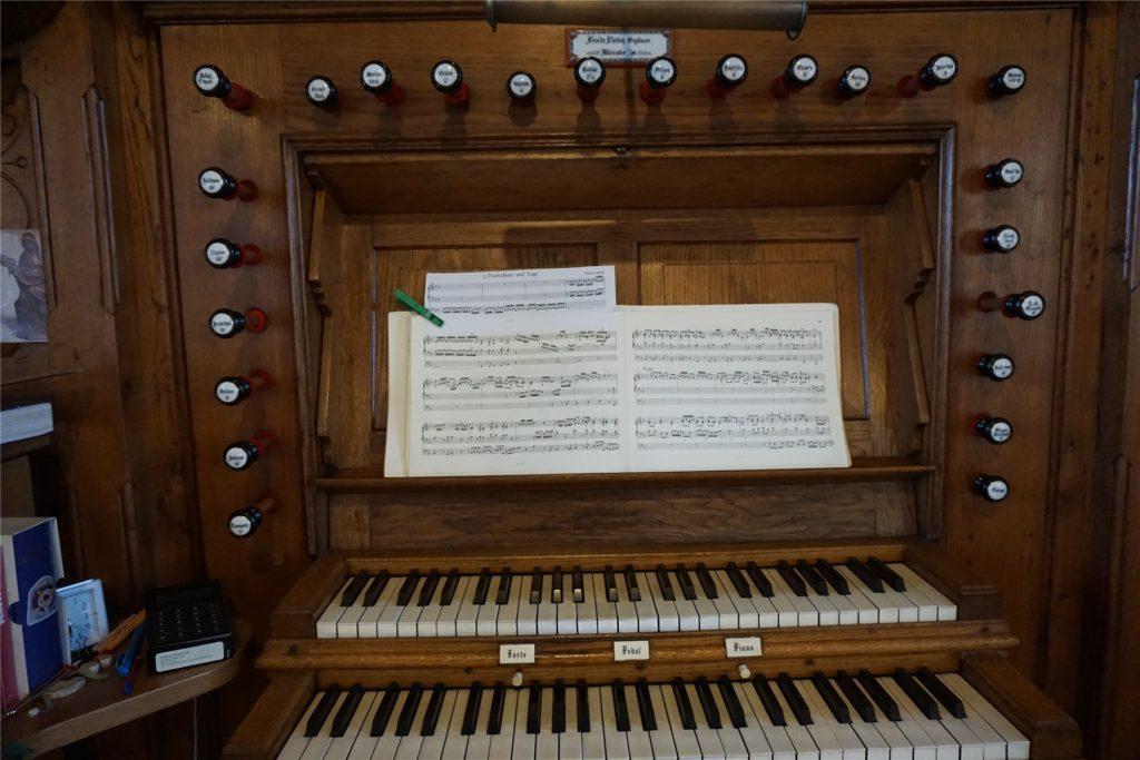 Mit den Registern und Pedalen lassen sich rund tausend verschiedene Töne und Klangfarben erzeugen.