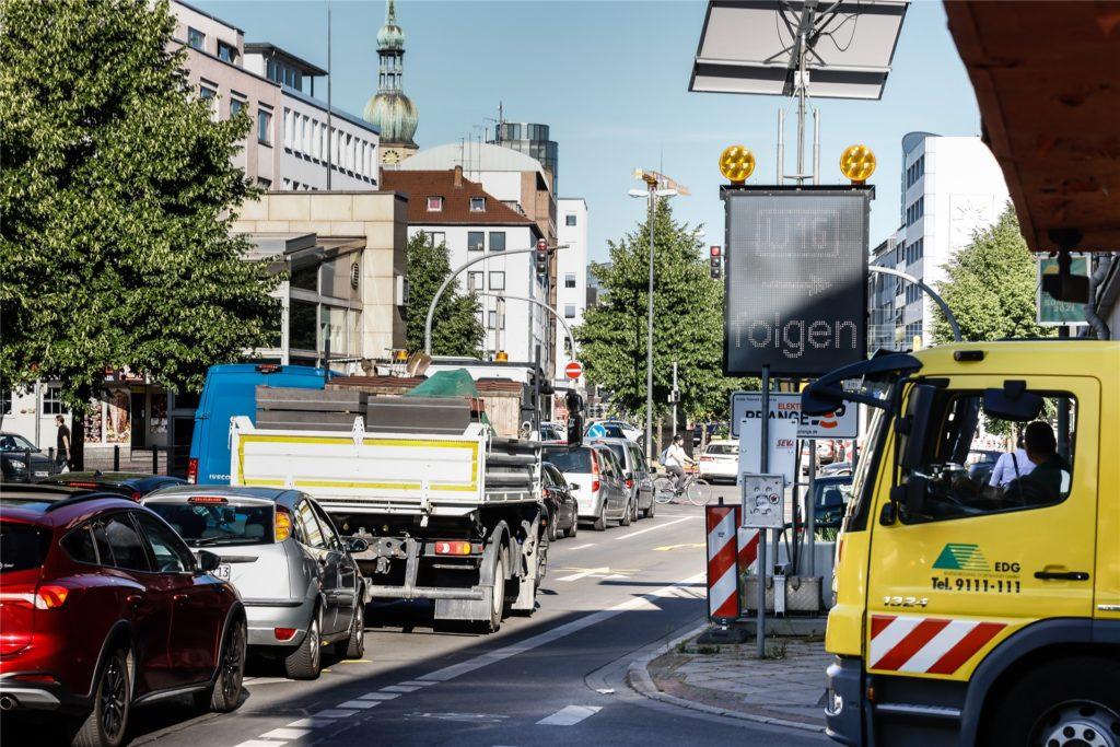 Vor allem in der Hamburger Straße sorgen Baustelle und Umleitungen für Staus.