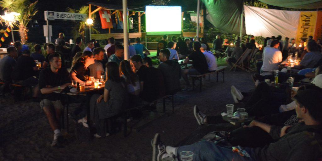 Rund 200 Personen haben das Deutschland-Spiel im Café Erdmann am Westpark gemeinsam verfolgt.