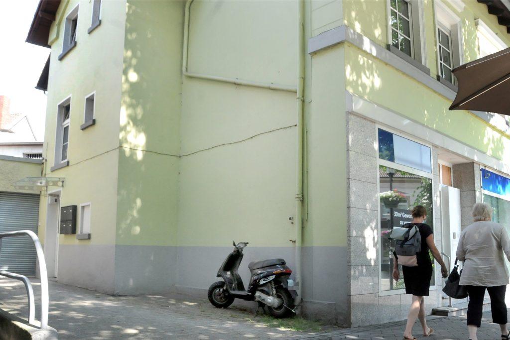 Achtlos vorbeigehen wird bald keiner mehr an dem Hof zwischen dem Café Köhle und der früheren Targobank-Filiale, wo früher der Fruchthandel Klauke stand. Er soll als Verkaufsfläche wiederbelebt werden.