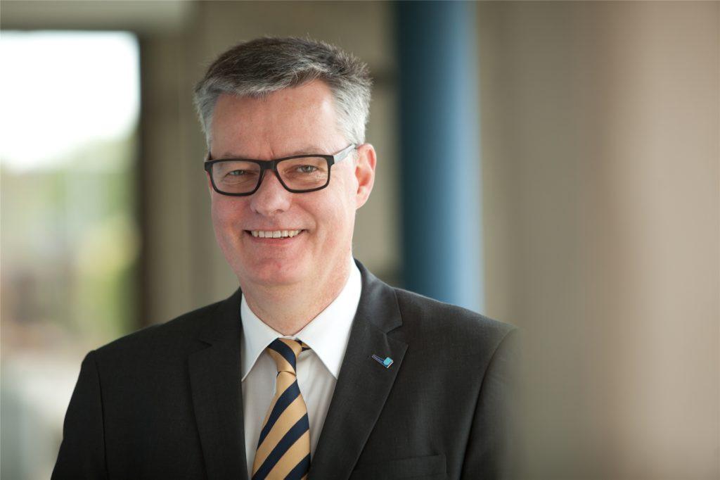 """Der 1. Beigeordnete Michael Eckhardt erklärte, die Situation im Bürgerbüro sei """"beschissen""""."""