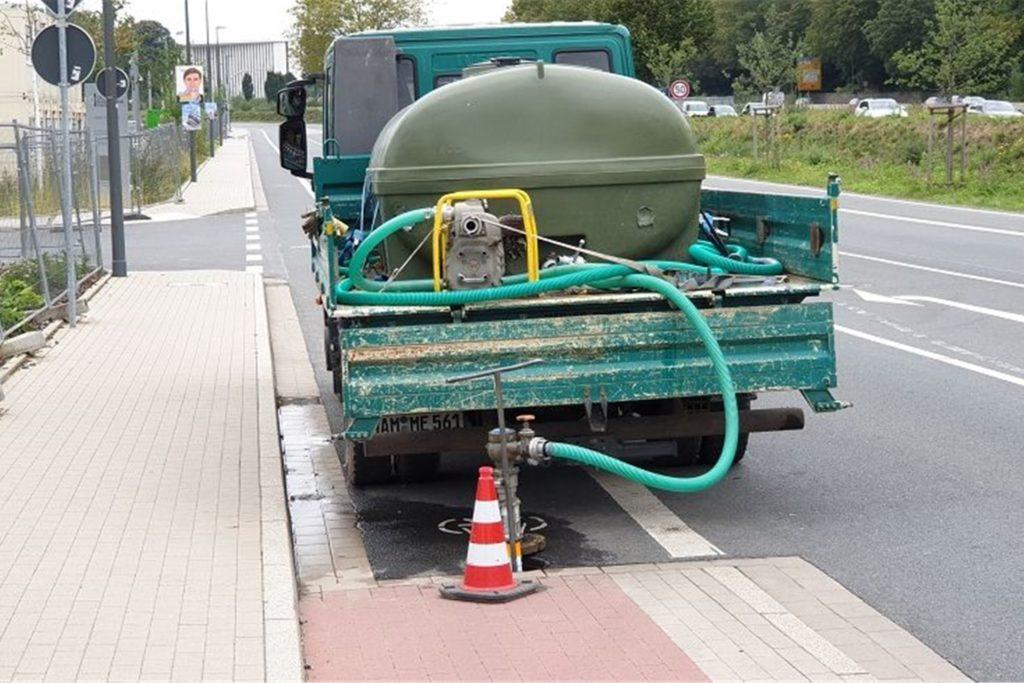 Der Hydrant wird, so die Vermutung der Stadt, wohl zum Gießen der Pflanzen auf dem Bundesbank-Gelände genutzt.