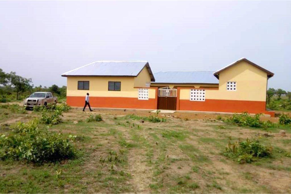 Diese Grundschule hatte der Ghana-Kreis St. Georg Ottenstein mit finanziert. Jetzt soll ein neuer Kindergarten gebaut werden. Auf lange Sicht ist auch noch eine Berufsschule gefragt. Wann deren Bau beginnen kann, ist aber noch offen.