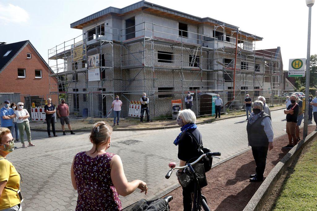 Im vergangenen Jahr protestierten Anwohner der Siedlung rund um die Dahlienstraße gegen überdimensionierte Neubauten. Sie forderten einen Bebauungsplan, jetzt macht die Stadt ihnen ein anderes Angebot.