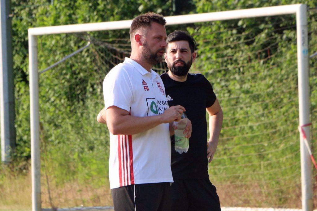 Mehr denn je zuvor muss das Trainerduo Frank Wegener (l.) und Cihan Bolat nach der langen Pause Wert auf eine dosierte Vorbereitung setzen.