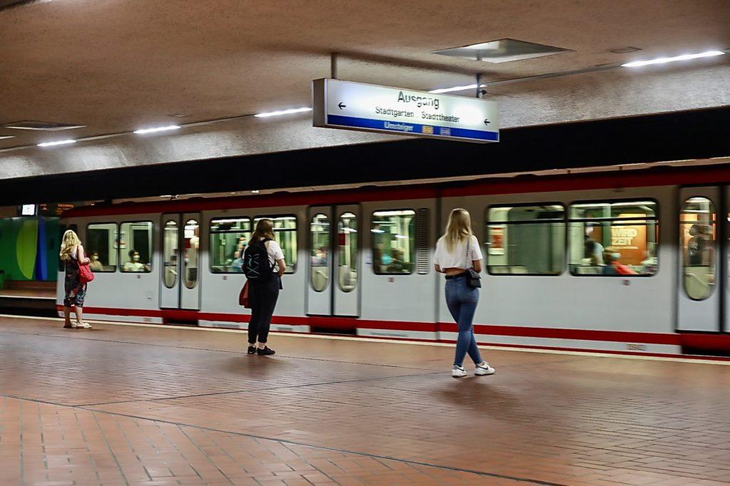 Auch Dortmunds unterirdische Stadtbahn-Haltestellen versprechen an heißen Tagen Abkühlung.