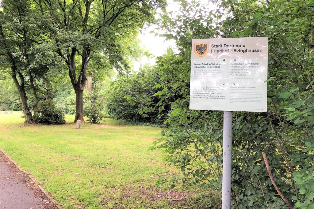 Direkt neben den Grabeländern liegt auch der Bövinghauser Friedhof.