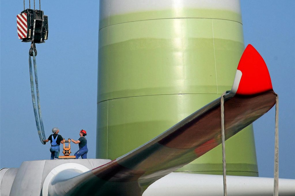 Bevor die Rotoren an neuen Windkrafttürmen in Almsick und Hengeler montiert werden, ist noch ein aufwendiges Genehmigungsverfahren mit Öffentlichkeitsbeteiligung notwendig.