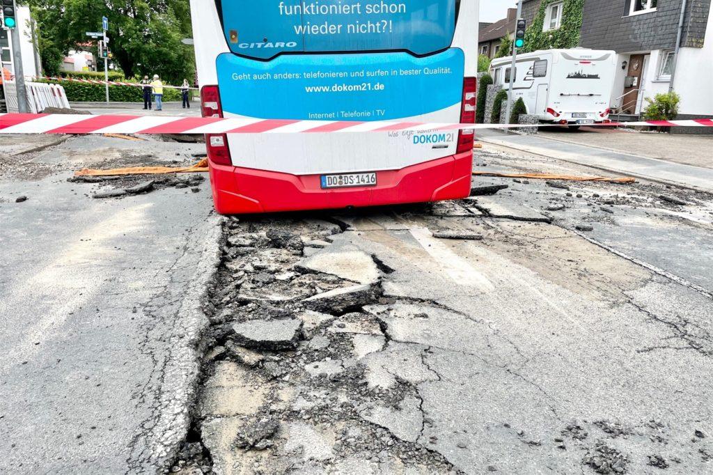 Gut zu sehen, wie tief der Bus in der Fahrbahn steckte.