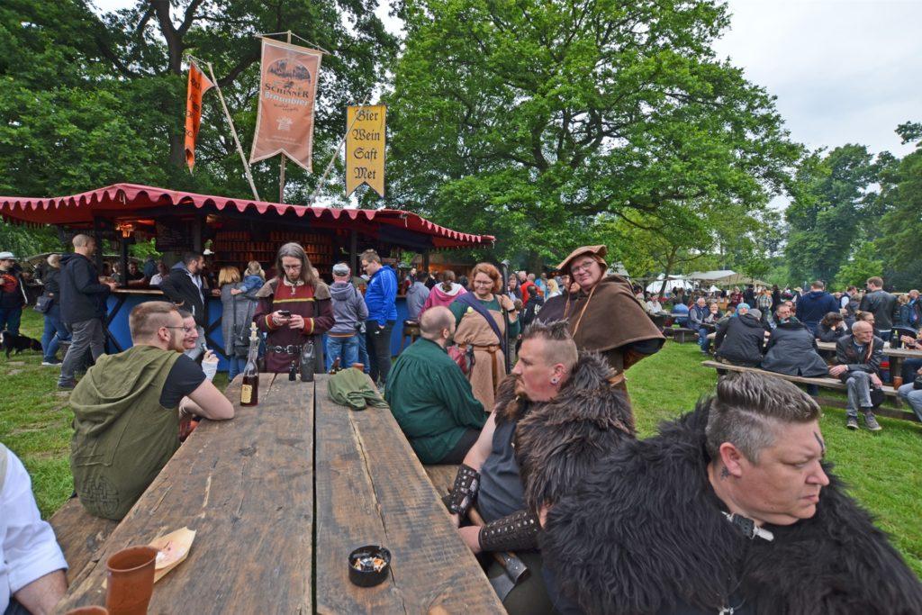 Mittelalter-Community und Bevölkerung schätzen den einzigartigen Charakter des Mittelalter-Festes.