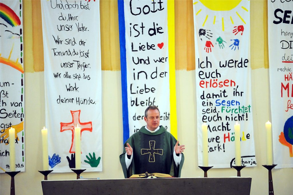 Holtkotte im Jahr 2013 in der Heilig-Kreuz-Kirche, wo er mit dem Bezirksverband der Kolpingsfamilie ein Jahr nach seiner Ernennung zum Bundespräses des Kolping-Werks ein Hochamt feierte.