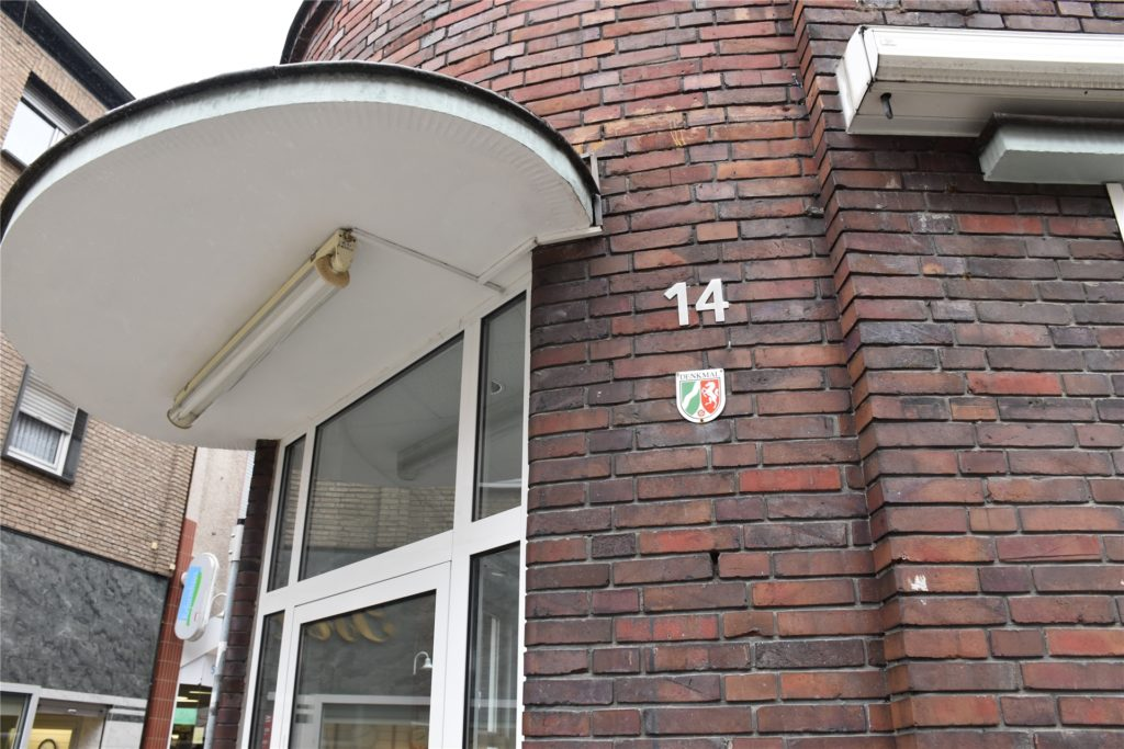 """Theodor Wenning (1887 – 1958) und sein Partner Otto Wehmeyer  errichteten das Gebäude von Schulze Bisping an der Ecke Magdalenen- / Steinstraße im Jahre  1928, zur Zeit des """"Staatlichen Bauhauses""""."""