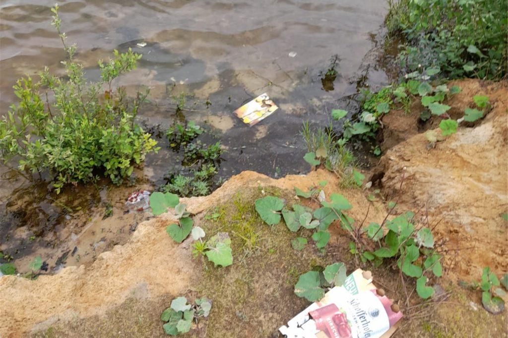 Die Überreste der Saufgelage liegen am und im Strönfeldsee.