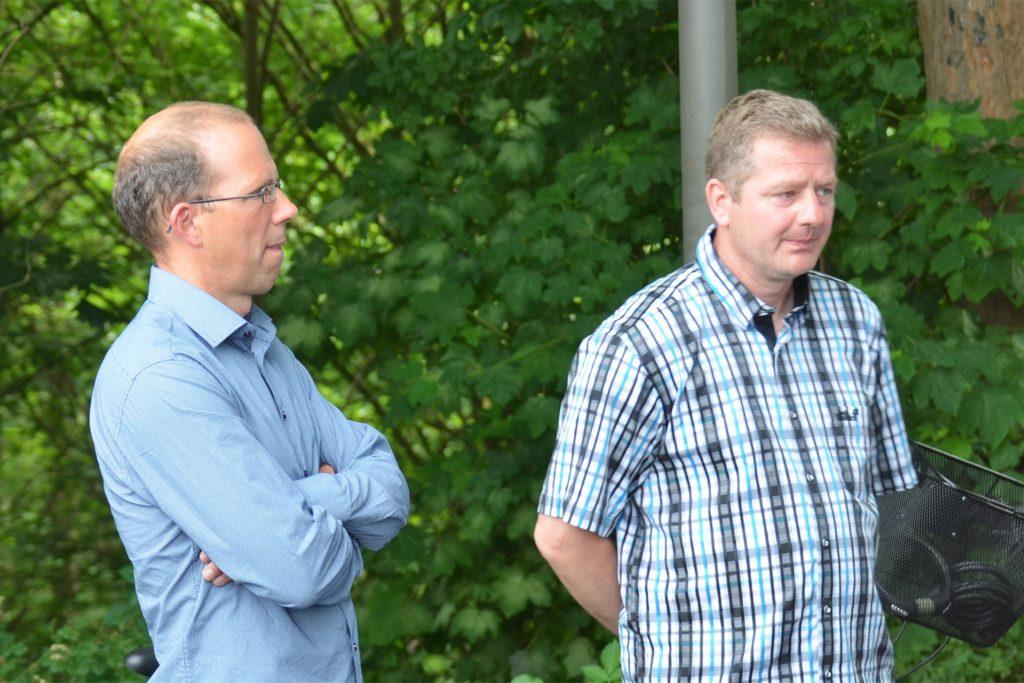 Richard Fänger und Sven Diers (v.l.) vom Wasserstraßen- und Schiffahrtsamt waren überrascht über die große Teilnahme am Krisentreffen. Ihre Perspektiven für den Neubau sorgten für Frustration.
