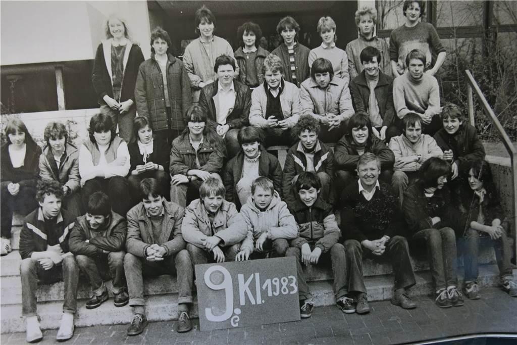 Dieses Klassenfoto einer neunten Klasse ist an der Stadtlohner Losbergschule entstanden.