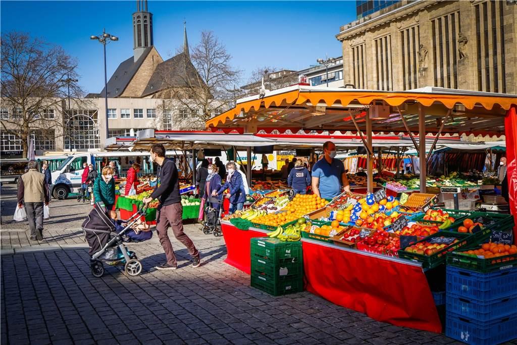 Der Dortmunder Wochenmarkt wird jeden Mittwoch, Freitag und Samstag aufgebaut.