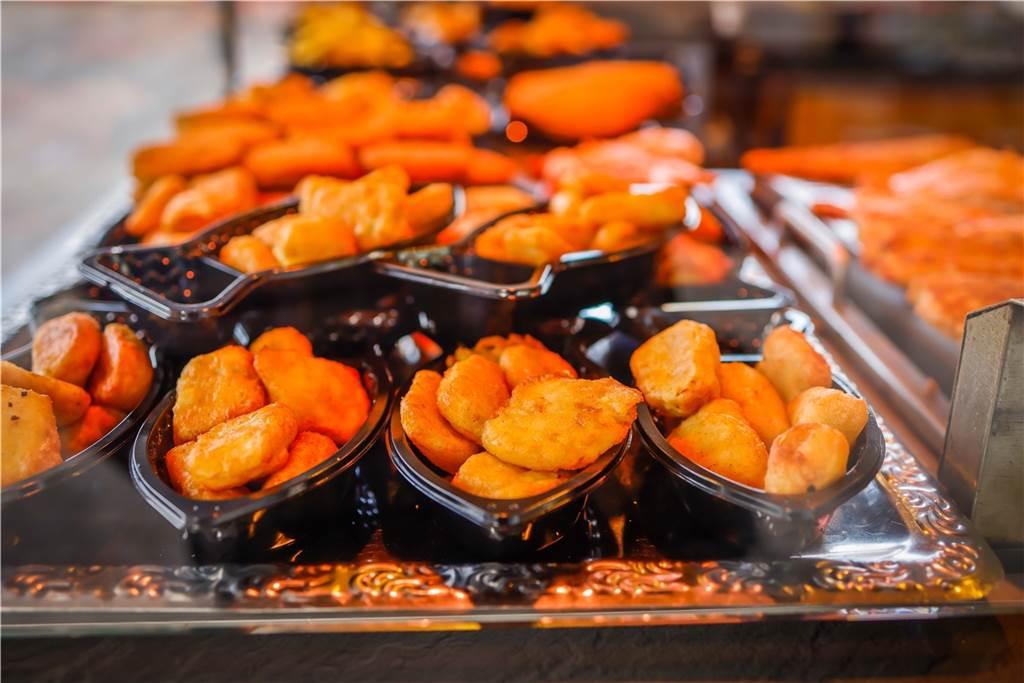 Bei Tevil´s Fischwerk kann man sich in der Mittagspause frisch gebackenen Frisch abholen.