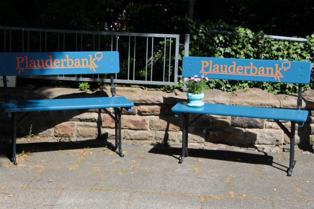Blaue Bank: Sie lädt nun regelmäßig auch in Wellinghofen zum Plaudern ein.