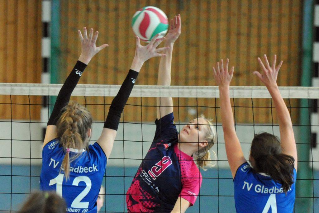 Die Ahauserin Jana Schlettert (M.) trainiert derzeit unter Olympiasiegerin Kira Walkenhorst.