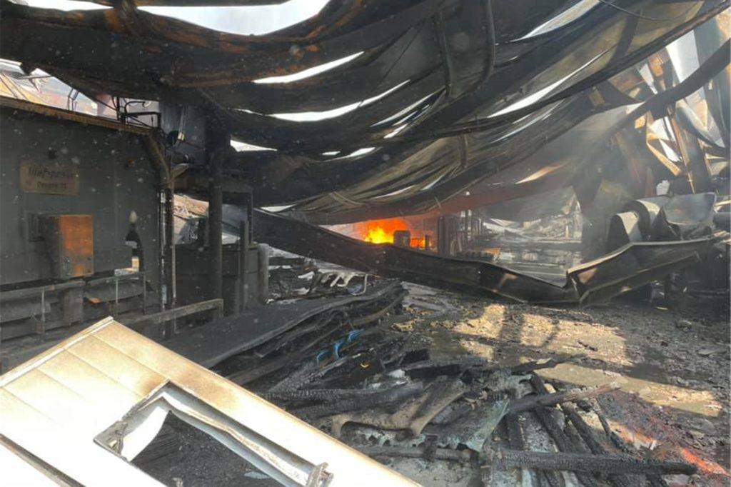 Völlig zerstört wurde diese Halle.