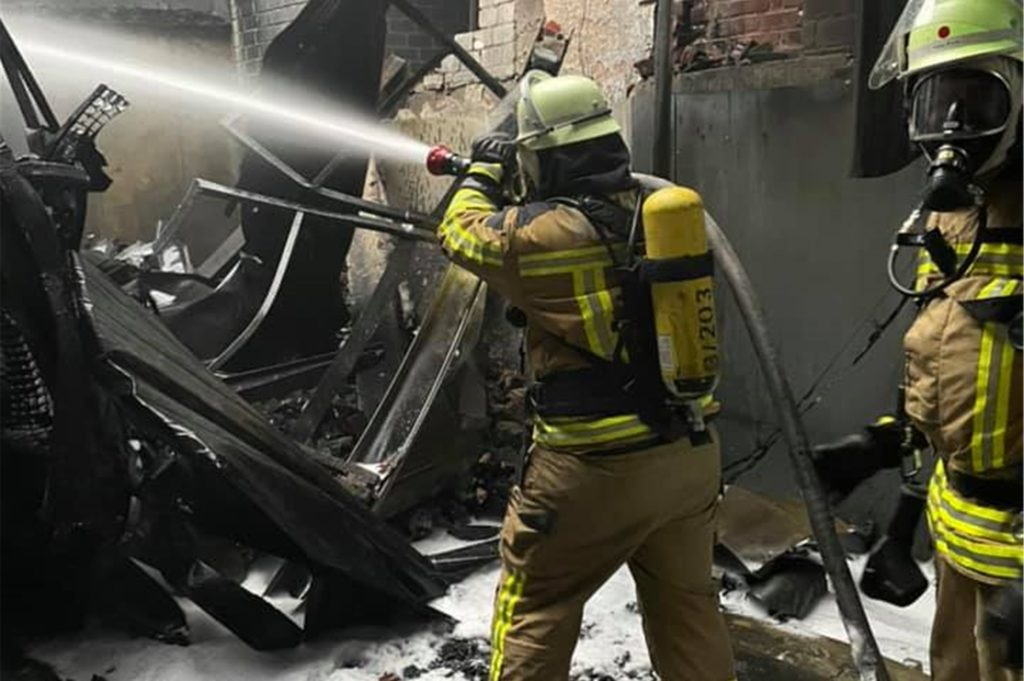 Die Raesfelder Feuerwehrleute übernahmen mit der Kreisbereitschaft Süd die Nachlöscharbeiten.
