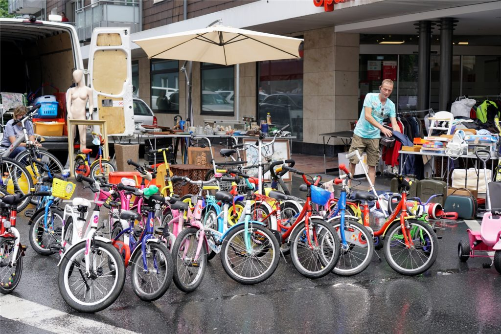 Dirk Paudert freute sich, seine eigenhändig reparierten Fahrräder wieder zum Verkauf anbieten zu können.