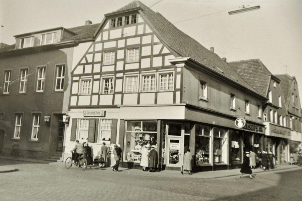 """Früher war neben dem Babyhaus Mönninghoff die Gaststätte """"Zum alten Markt"""