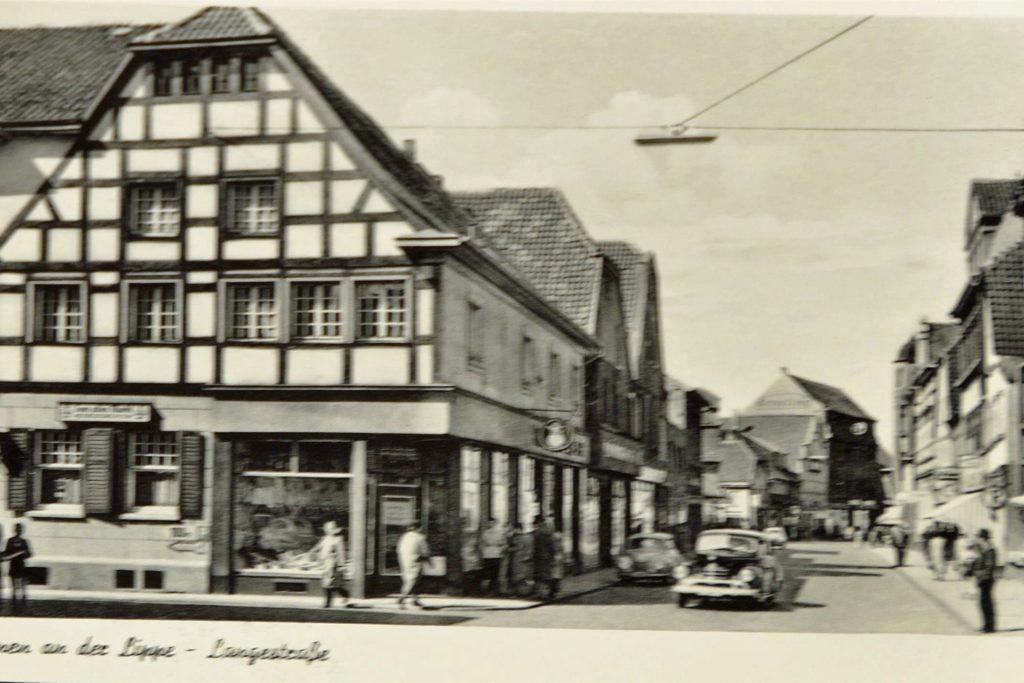 Die Postkarte zeigt einen Blick in die Lange Straße.