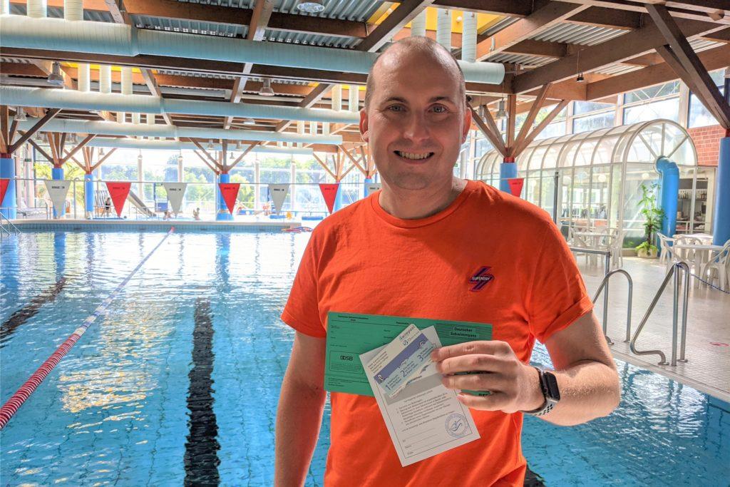 Mirko Bernhardt von der Schwimmschule im Wulfener Hallenbad kann sich vor Anfragen aktuell kaum retten.
