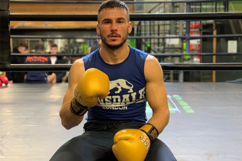 Aleksandar Kallashi trainiert mehrmals täglich.