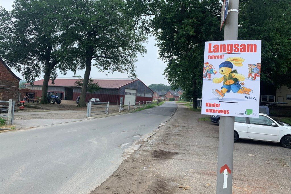 Langsam fahren - dazu werden Autofahrer eingangs der Nierleistraße von der Königsberger Allee aus kommend ermahnt.