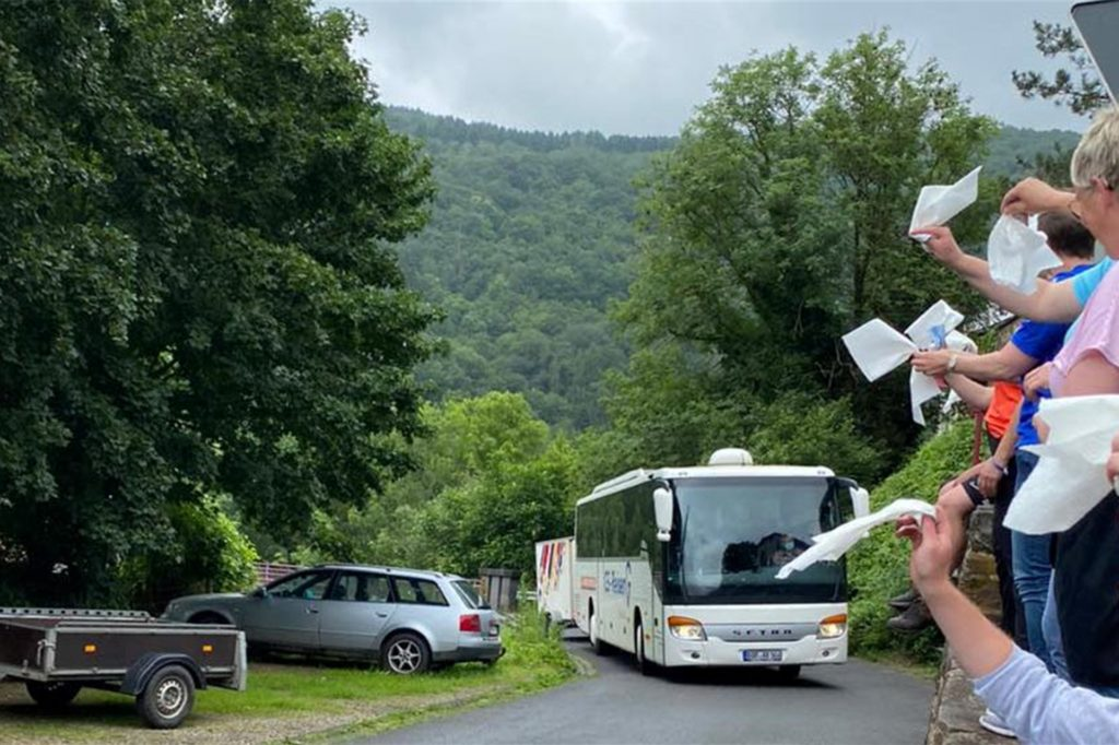 Wegen drohender Unwetter reisten die 70 Kinder und Jugendlichen des DJK-Ferienlagers in Hönningen vier Tage früher ab als geplant.