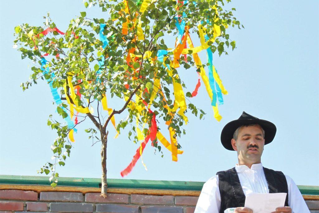 Heinrich Rohde hat an vielen Projekten in der Region mitgewirkt und nicht selten den Richtspruch gesagt, wie hier bei einem Kindergartenbau in Olfen.