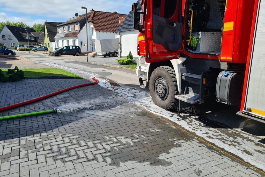 Die Feuerwehr traf erst am Donnerstagvormittag Auf dem Eigengrund ein.